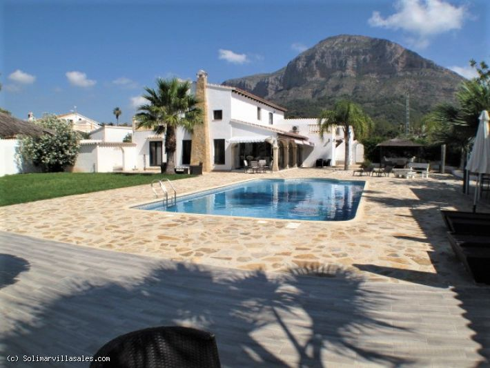 Superb villa for sale in Javea - 849,000 €