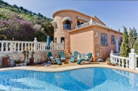 Beautiful 4 bedroom villa in with stunning views